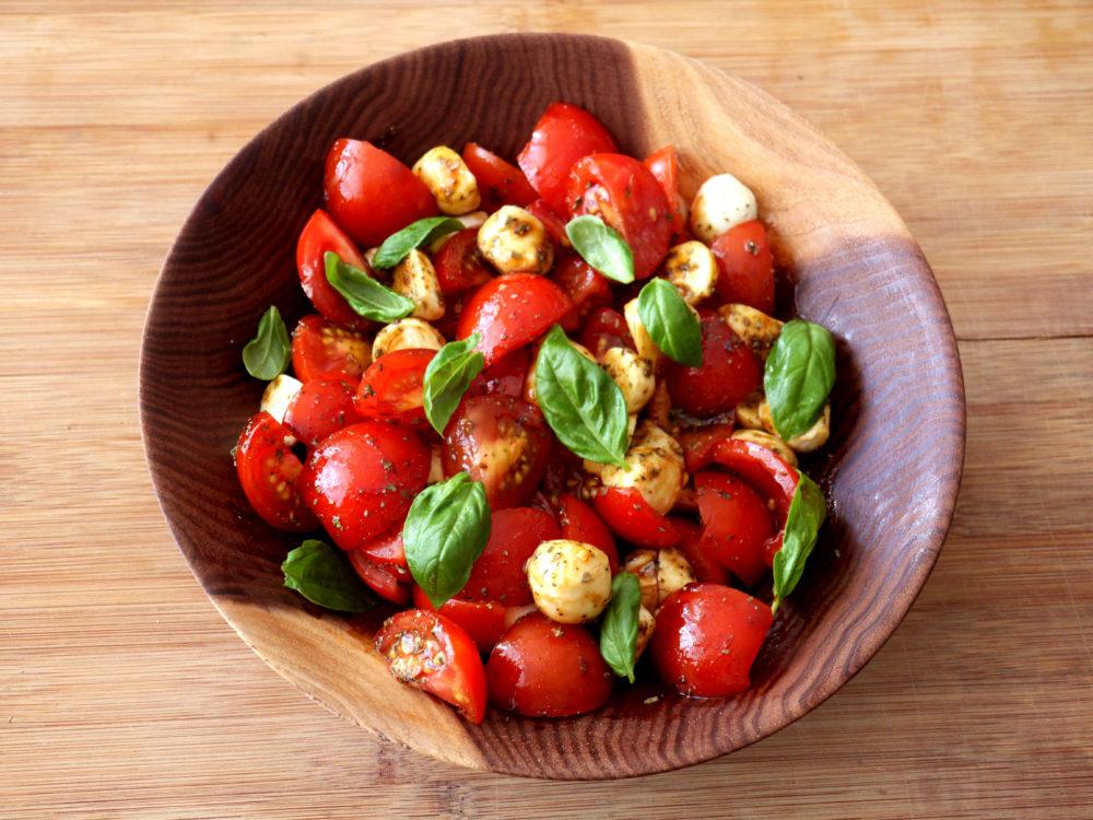 Tomaten-Mozzarella-Salat  (laufen-ernaehrung, abnehmen-ernaehrung)